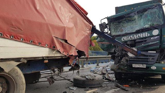 ДТП між двома вантажівками заблокувала рух на трасі Київ–Чоп біля Львова