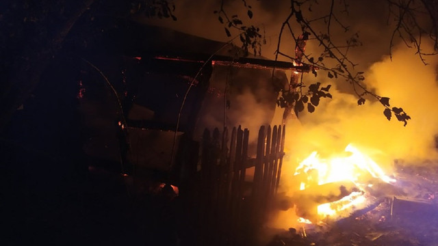 Під час пожежі у дерев'яному будинку в Карпатах загинув 49-річний чоловік