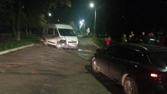 На Львівщині у ДТП за участі п'яного водія та «швидкої» постраждало двоє людей