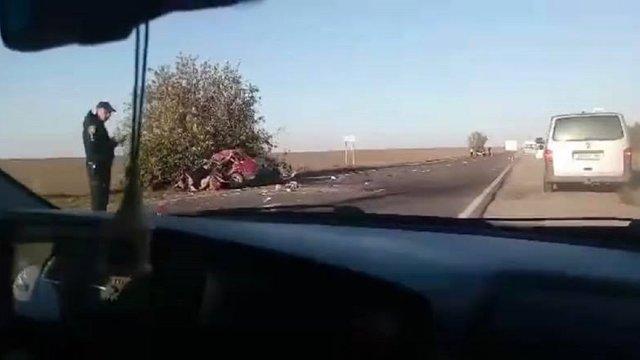 У Радехівському районі через зіткнення з туристичним автобусом загинув водій легковика