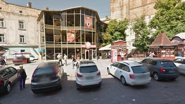У львівському фаст-фуді «Фабрика їжі» отруїлося троє клієнтів