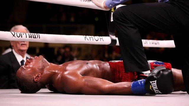 Американський боксер, який виступав на розігріві в Усика, помер після поєдинку