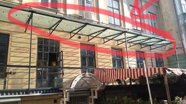 Паб у центрі Львова оштрафували на 170 тис. грн за дашок над літньою терасою