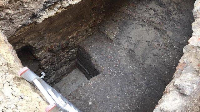 Під час розкопок у центрі Львова археологи знайшли частину костелу  XVIII століття