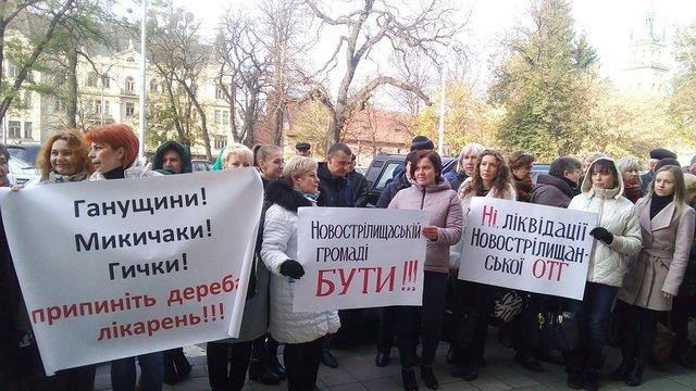 Під Львівською облрадою проводять одразу три акції протесту