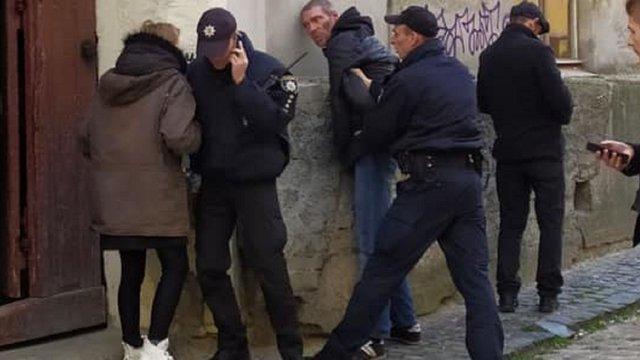У Львові десятеро підлітків допомогли поліції затримати трьох грабіжників