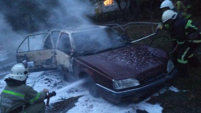 На вулиці Володимира Великого у Львові згорів автомобіль Renault