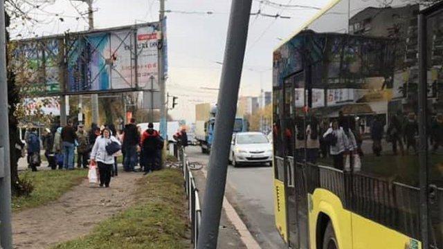 Львівський автобус №9 збив на пішохідному переході 27-річного чоловіка