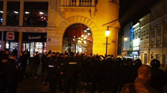 Після бійки у центрі Львова Садовий закликав футбольних фанів не мішати пиво з горілкою