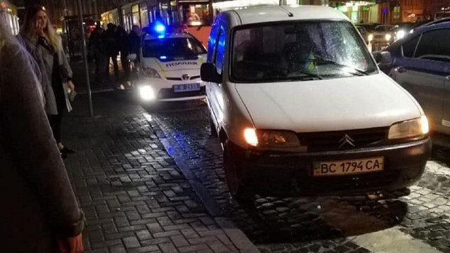 Через порушення ПДР у центрі Львова поліцейські зупинили п'яного водія