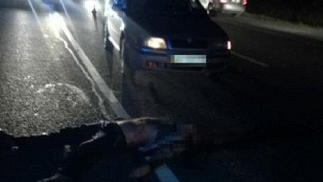 На об'їзній дорозі Львова автомобіль на смерть збив чоловіка