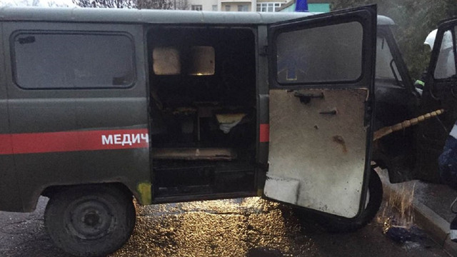 На території лікарні у Стрию загорівся припаркований автомобіль швидкої допомоги