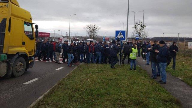 Протестувальники заблокували трасу Київ-Чоп у двох місцях на Львівщині