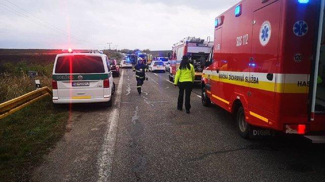 Унаслідок зіткнення автобуса з вантажівкою у Словаччині загинули 13 людей