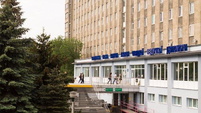 Львівського патологоанатома оштрафували за хабарі від родичів померлих