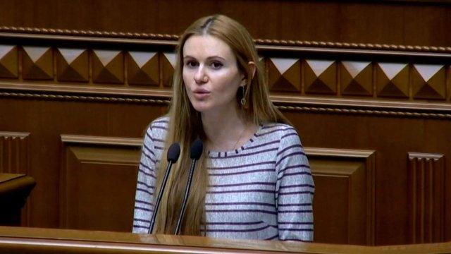 Депутатка «Слуги народу» заявила про політичне переслідування її сім'ї. Що з цим не так?
