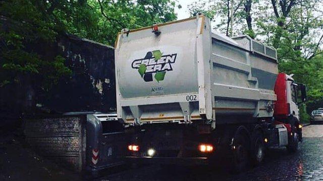 У Львові невідомі напали на водія і вантажника сміттєвоза  «Грінери»