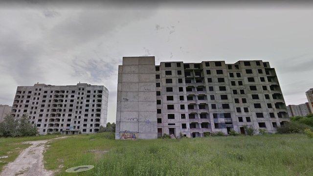 24-річний чоловік впав з восьмого поверху закинутого довгобуду у Львові і вижив