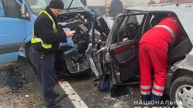 Двоє людей загинули у зіткненні легковика з мікроавтобусом на Тернопільщині