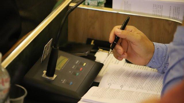 Як голосували депутати Львівської облради за перереєстрацію психлікарні у село