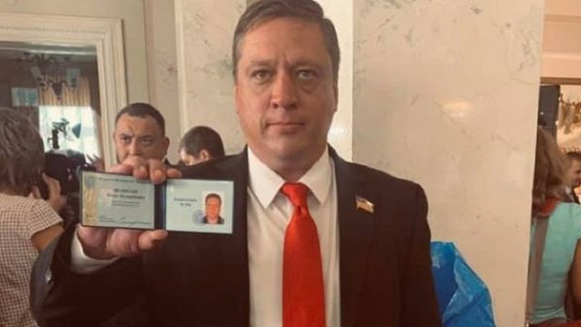 Роман Іванісов призупинив своє членство у парламентській фракції «Слуга народу»