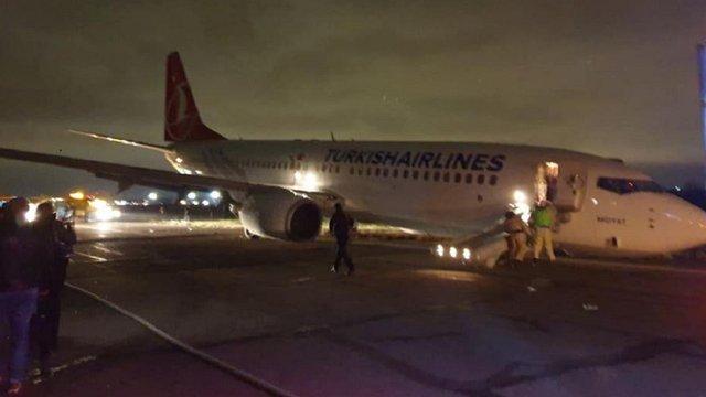 Турецький Boeing 737 здійснив аварійну посадку в Одесі