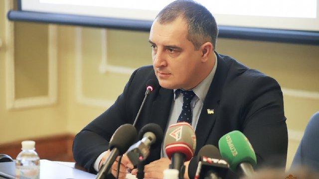 Голова Львівської облради має намір продовжити перереєстрацію обласних закладів зі Львова у села