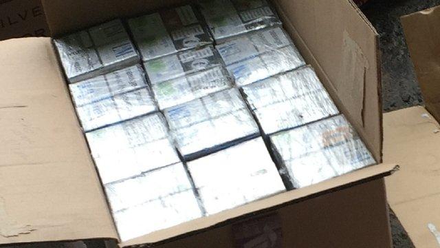 Львівські митники виявили контрабандні сигарети у вагонах з рудою