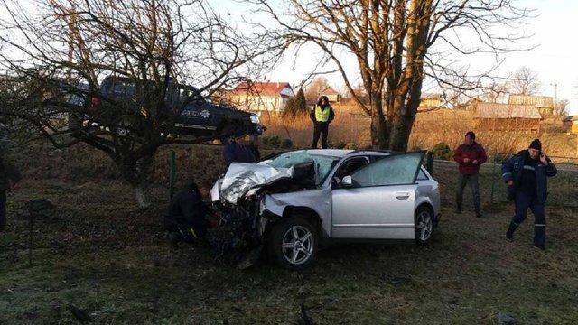 Вночі 22-річний водій Audi врізався в дерево на Турківщині, пасажир загинув