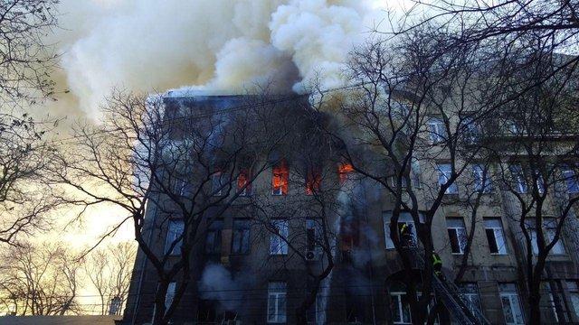 В одеському коледжі сталася масштабна пожежа, загинула 17-річна студентка
