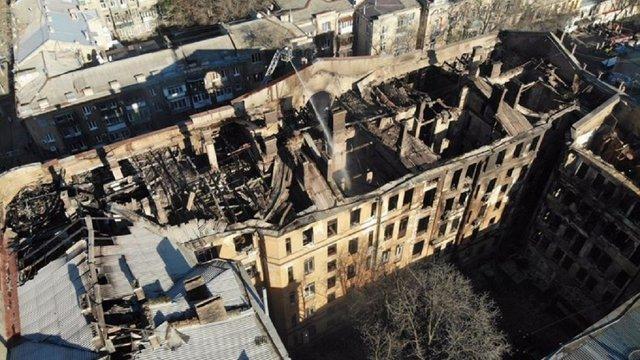З-під завалів згорілої будівлі одеського коледжу дістали тіло жінки