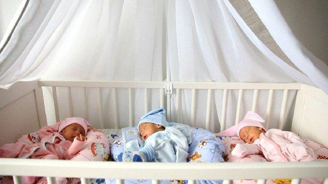 У Львові знову народилася трійня – дві дівчинки і хлопчик
