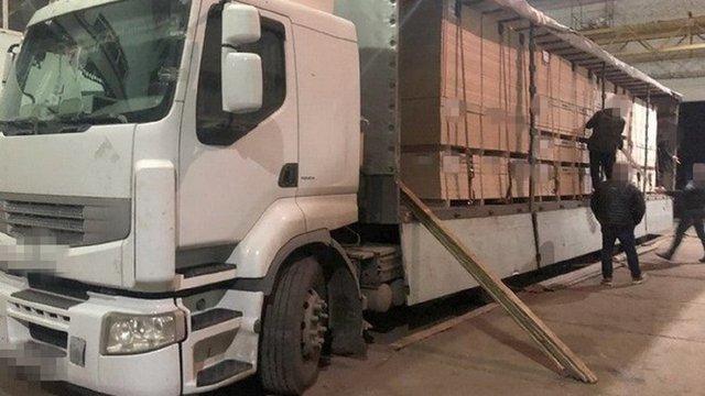 СБУ затримала на Волині фуру з партією контрабандних сигарет вартістю у 5 млн грн