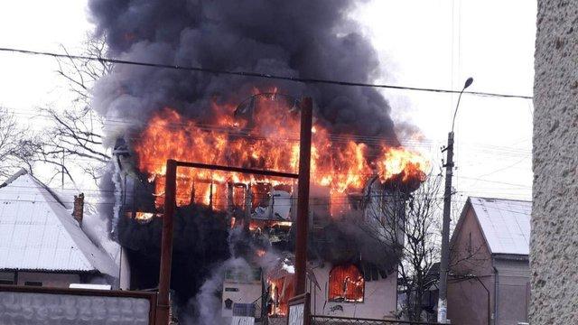 Масштабна пожежа сталася в магазині будматеріалів на Закарпатті