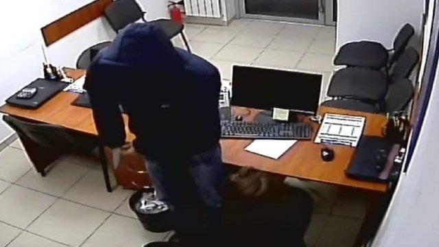 Львівська поліція затримала 36-річного озброєного грабіжника