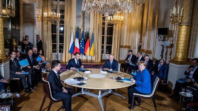 Президенти України та Росії домовилися провести обмін полоненими до Нового року