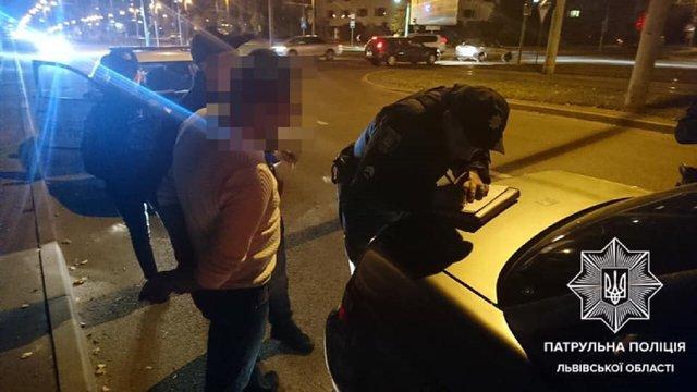 Львівський суд оштрафував п'яного водія за спробу дати хабара патрульним