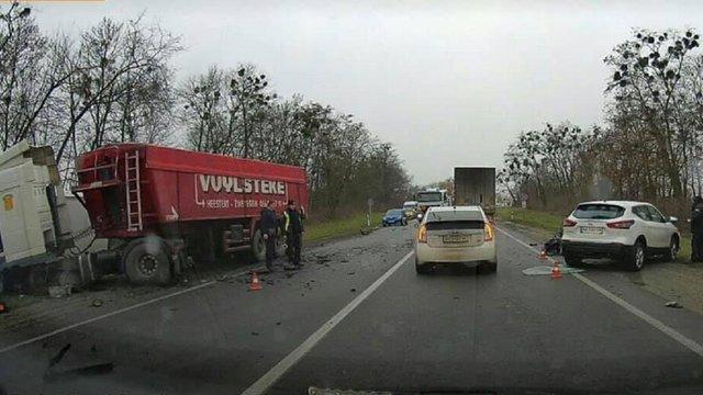 У потрійній ДТП з фурою у Новому Яричеві загинув водій легковика