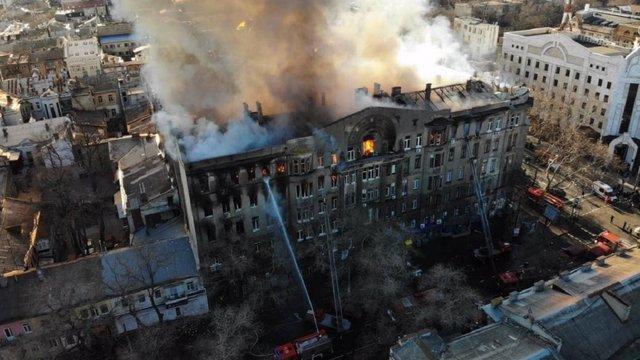 З-під завалів згорілого одеського коледжу дістали тіла усіх загиблих