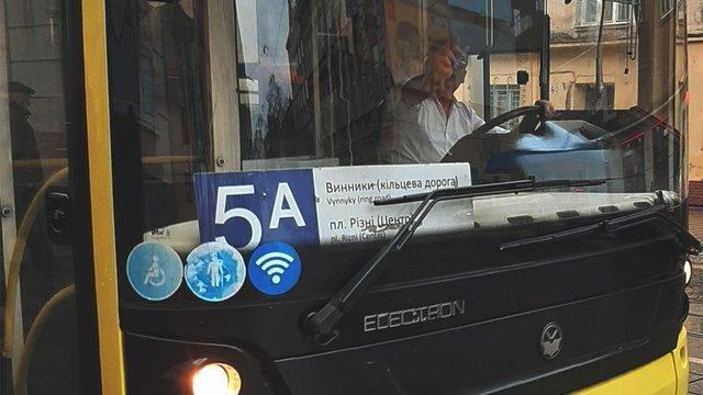 У Львові водій комунального автобуса №5а обматюкав пасажирку та показав їй «фак»