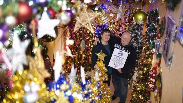 Німецька родина прикрасила свій будинок 350 ялинками і встановила світовий рекорд