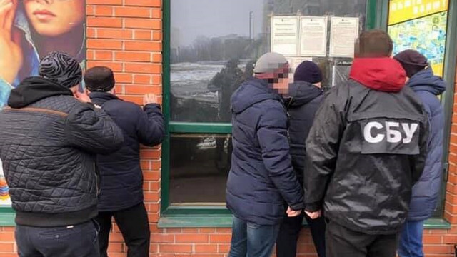 Співробітника одного із райвідділів поліції Львова затримали на хабарі
