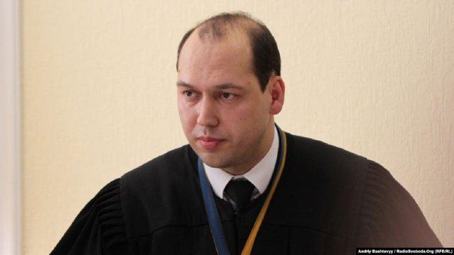 Суддя, який обирав запобіжні заходи підозрюваним у вбивстві Шеремета, взяв самовідвід