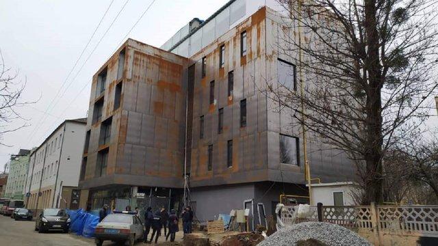 Унаслідок падіння зі сходів на будівництві готелю холдингу «!Fest» загинув 41-річний робітник