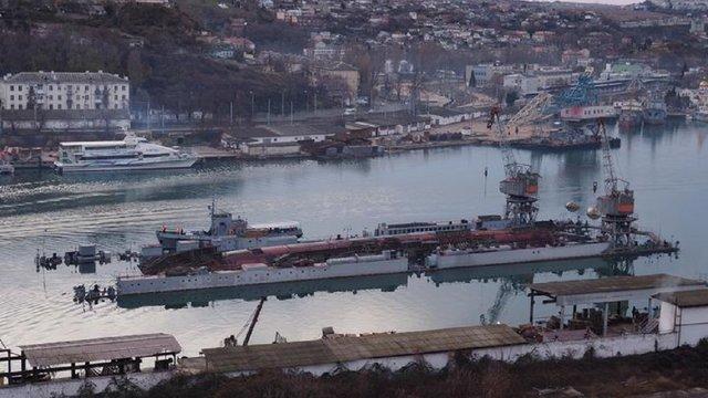 В окупованому Севастополі затонув плавучий док з підводним човном