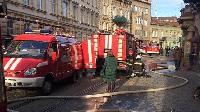 У житловому будинку у центрі Львова виникла пожежа