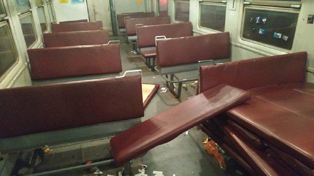Футбольні фанати розгромили вагон електрички «Ніжин – Київ»
