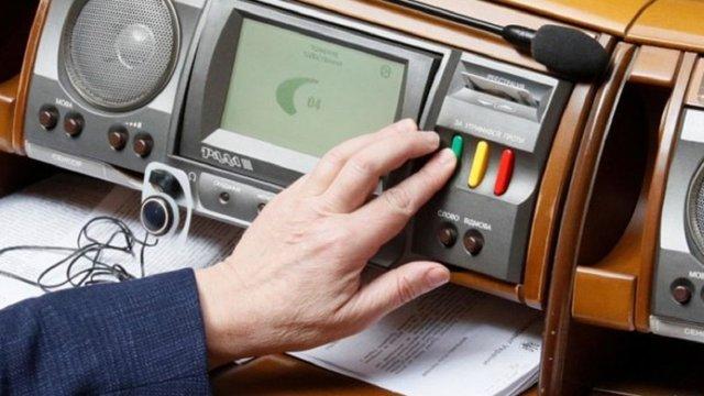 За кнопкодавство у Верховній Раді депутатів штрафуватимуть до 85 тис. грн