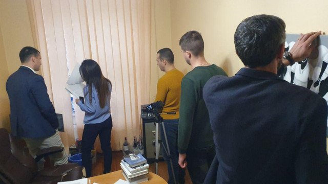 Детективи НАБУ обшуками заблокували роботу одеського телеканалу «Думская ТВ»