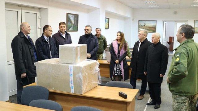 Замість корпоративу львівські судді закупили обладнання для військового госпіталю